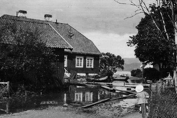 Haugbygningen, Nedre Verket under flommen i 1927