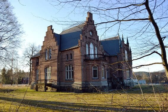 Blant slott og arbeiderboliger på Ulefoss (10)