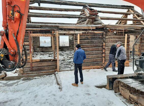Kirkebakken: tømra tatt ned (1)