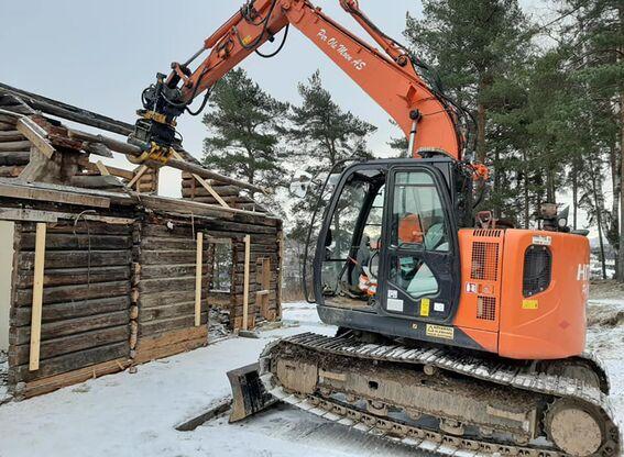 Kirkebakken: tømra tatt ned (2)