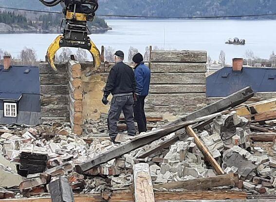 Kirkebakken: tømra tatt ned (8)