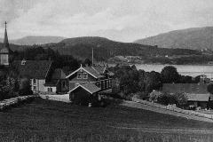 Holla kirke og den gamle skolen