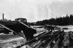 Lessing av tømmer på Stavsjø