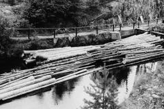 Tømmer i Eidsfoss sluser