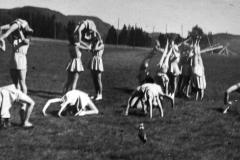 Turnoppvisning med Elfrid Skjeldals elever på Søvebanen