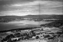 Valebø, Valegårdene