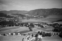 Holla gård med Norsjø og Sannes i bakgrunnen